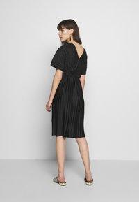 Zign - PLISSE MIDI DRESS - Denní šaty - black - 3