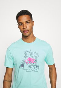 Nike Sportswear - TEE FUTURA TREE - T-shirt med print - tropical twist - 3