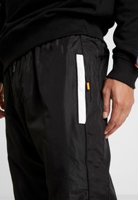 Penn - MENS GRAPHICA TRACK PANT - Tracksuit bottoms - black - 5