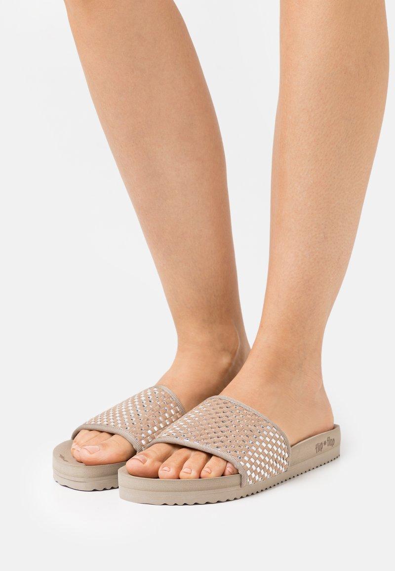 flip*flop - POOL CHECK - Klapki - brown sugar/silver