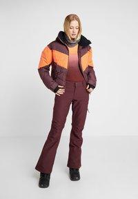 Roxy - SUMMIT  - Snowboard jacket - grape wine - 1