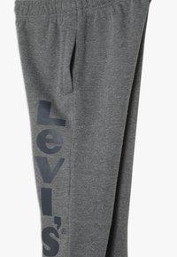 Levi's® - Pantalon de survêtement - charcoal heather - 3