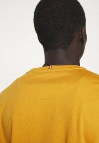 Les Deux - NØRREGAARD - T-shirt basique - yellow - 3