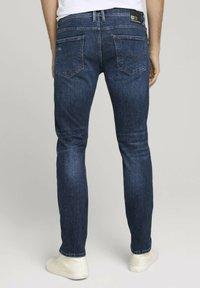 TOM TAILOR DENIM - Slim fit jeans - destroyed dark stone blue deni - 2