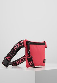 HXTN Supply - PRIME CROSSBODY - Rumpetaske - pink - 3