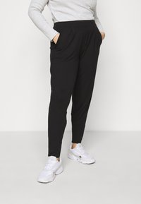 CAPSULE by Simply Be - TAPERED LEG TROUSERS 2 PACK  - Trousers - black/grey - 1