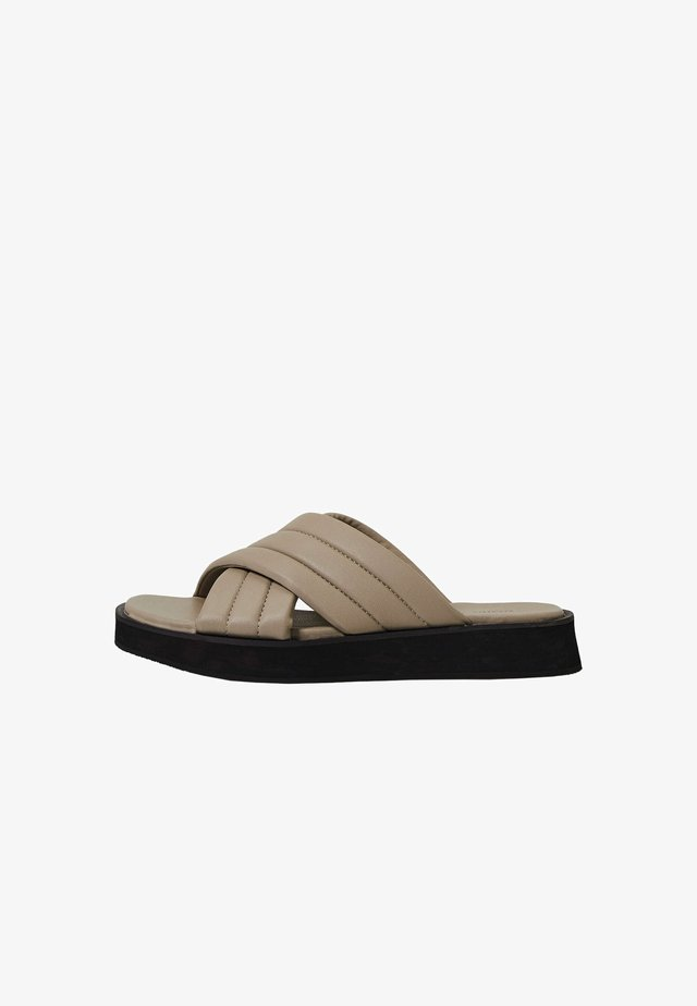 MIT GEPOLSTERTEN - Sandalen met plateauzool - beige