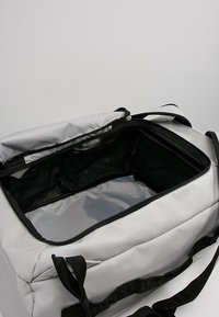 Columbia - STREET ELITE™ CONVERTIBLE DUFFEL PACK - Sports bag - cool grey - 4