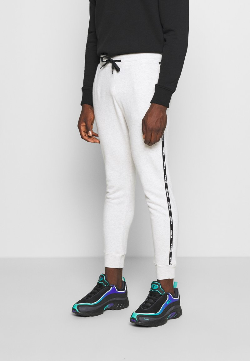 Hollister Co. - SPORT BABY TAPE JOGGER - Tracksuit bottoms - grey