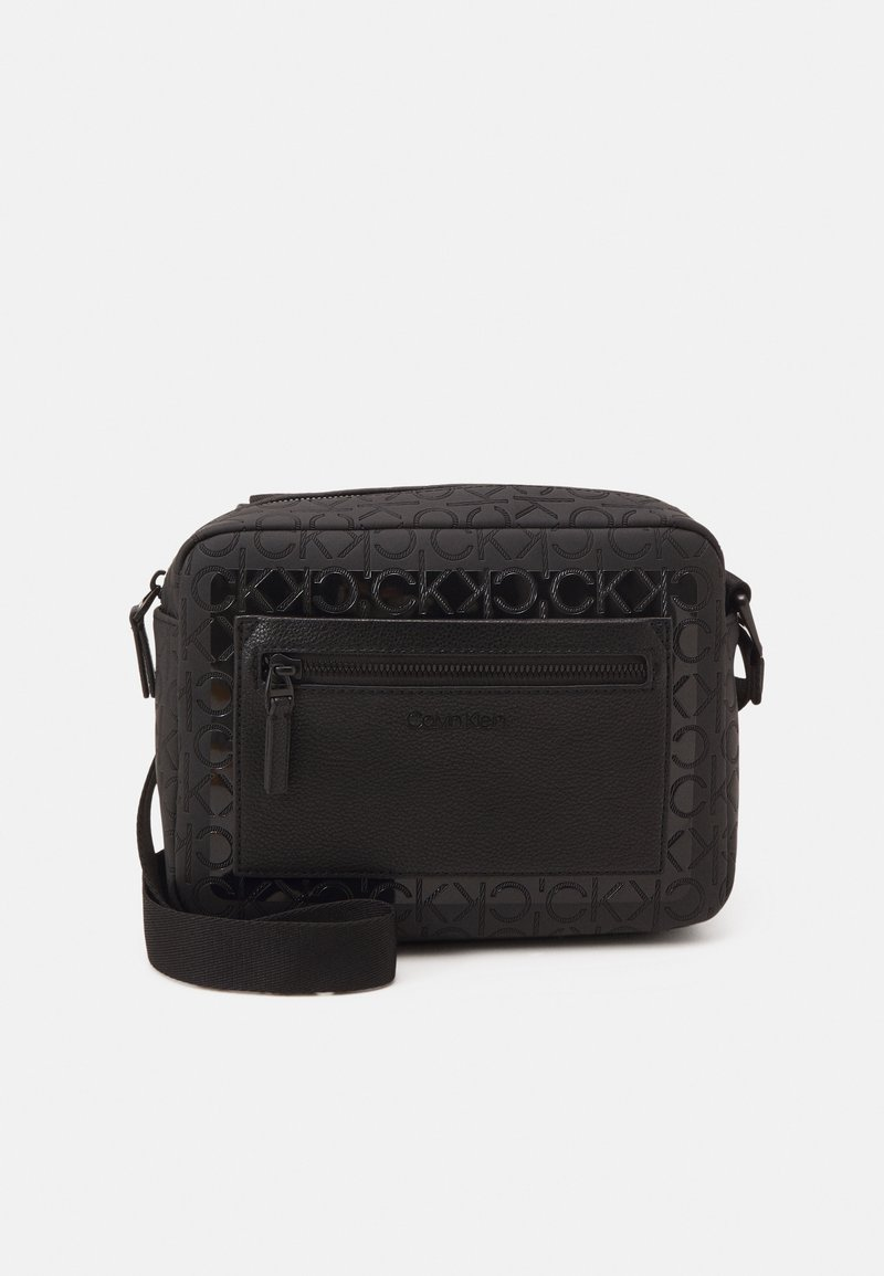 Calvin Klein - CAMERA BAG BLEND MONO UNISEX - Olkalaukku - black