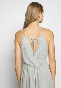 O'Neill - CHRISSY STRAPPY DRESS - Complementos de playa - green/white - 5