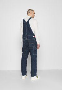 Tommy Jeans - DUNGAREE - Straight leg -farkut - save dark blue rigid - 2