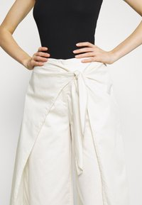 Who What Wear - OVERWRAP CULOTTES - Trousers - powder - 4