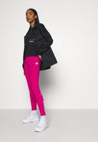 Nike Sportswear - Lett jakke - black/iron grey - 5