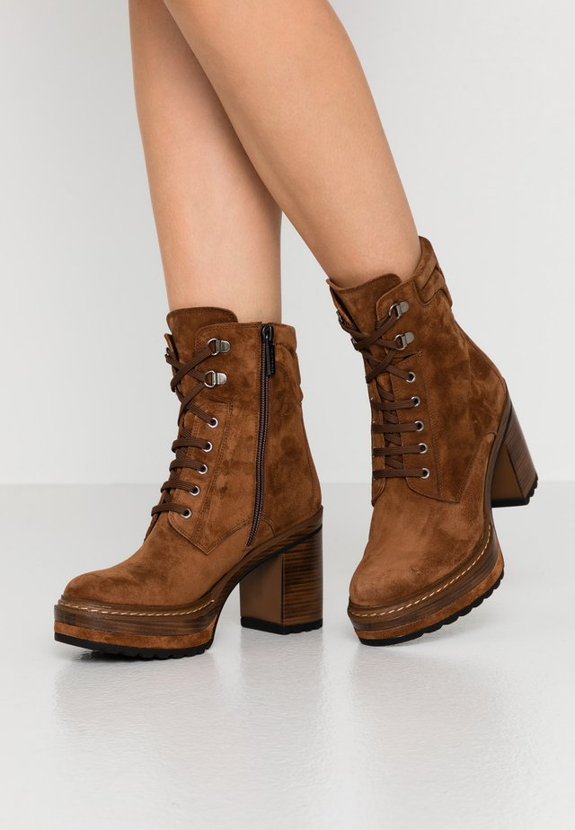 OLIVIA - High heeled ankle boots - cacao