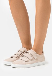Kennel + Schmenger - BASE - Sneakers laag - desert - 0