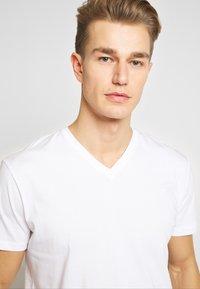 Esprit - 2 PACK - Basic T-shirt - white - 4