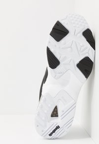 Reebok Classic - INTV 96 SHOES - Sneakers basse - white/black - 4
