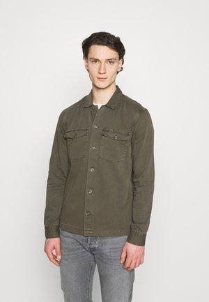 SPOTTER - Camisa - green