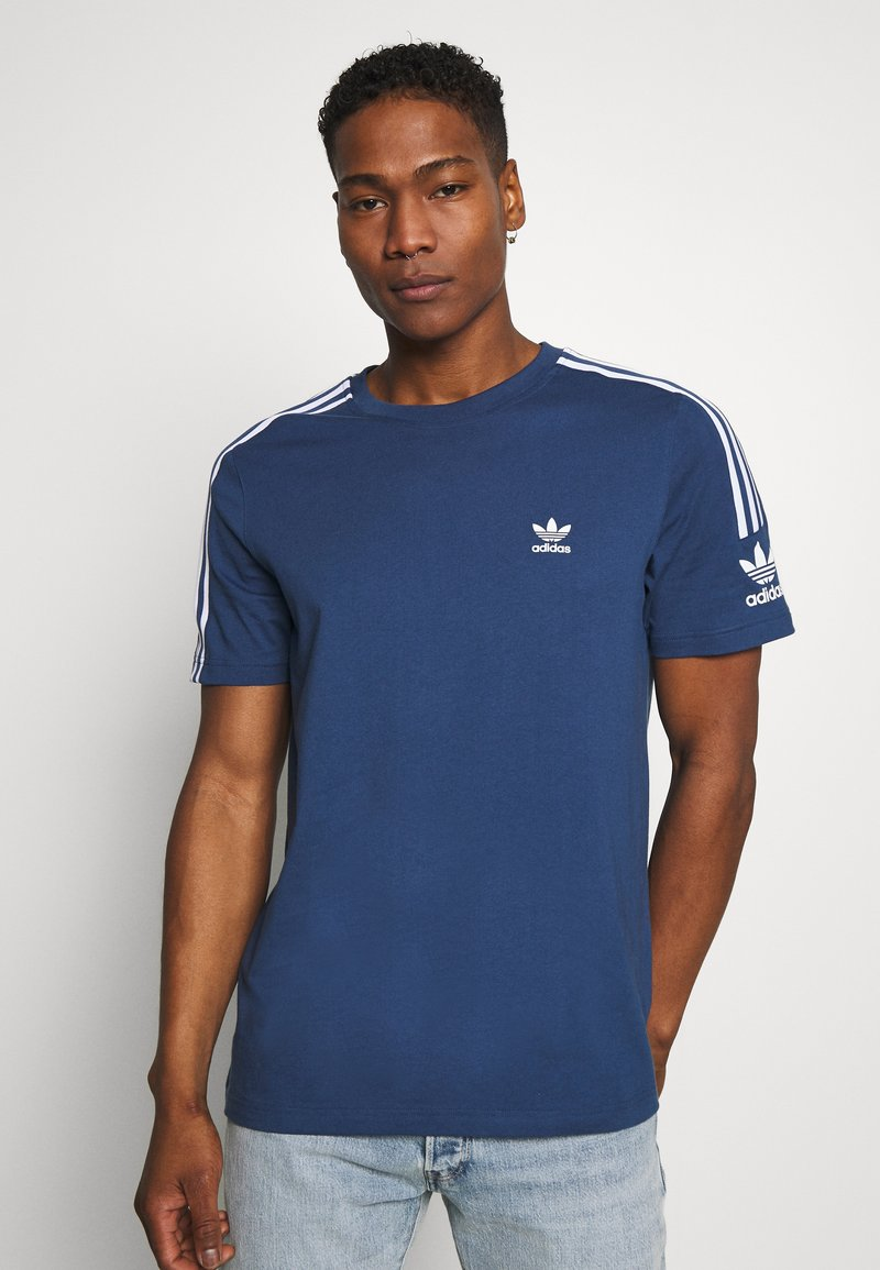 adidas Originals - TECH TEE - T-shirt con stampa - marine