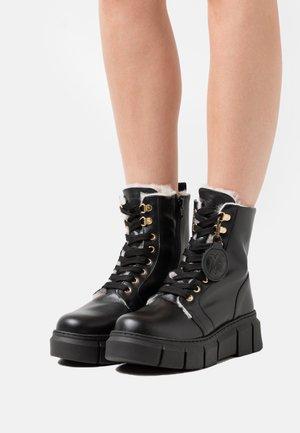 MILITARY - Zimní obuv - black