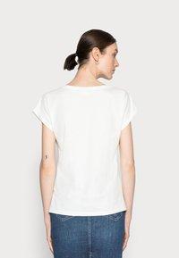 Cream - AMAT - Print T-shirt - eggnog - 2