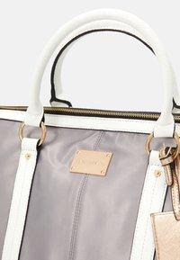 River Island - Weekend bag - light grey - 4