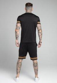 SIKSILK - BOUND GYM TEE - Camiseta estampada - black/gold - 2