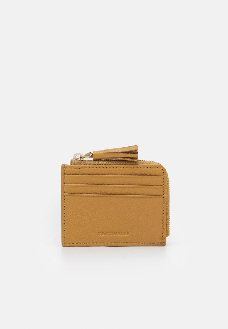 Coccinelle - TASSEL - Peněženka - warm beige