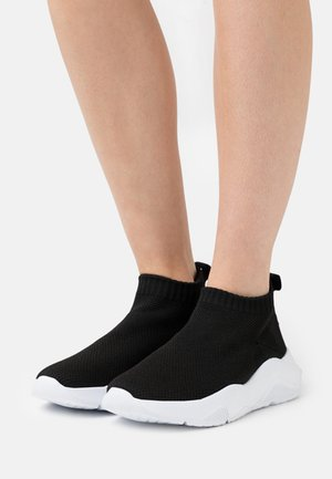 WIDE FIT HOLLIE - High-top trainers - black