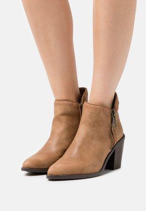 LAMBRA - Cowboy/biker ankle boot - hila