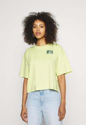 ESSENTIAL BOXY TEE - T-shirt con stampa - limelight
