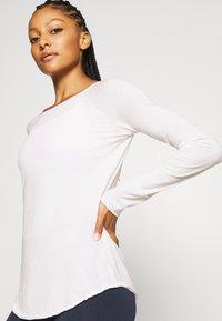 Yogasearcher - KARANI - Long sleeved top - white - 3