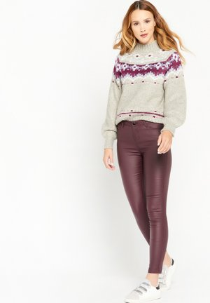 IN IMITATION LEATHER - Trousers - bordeaux