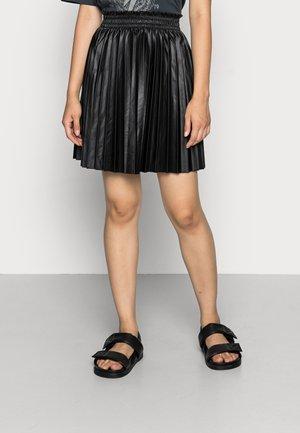 VMNELLIEDORA COATED SHORT SKIRT - Mini skirt - black