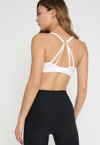 triaction by Triumph - FREE MOTION - High support sports bra - white - 2
