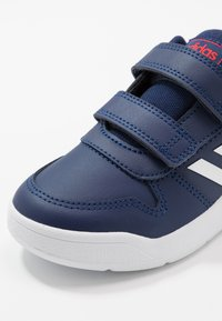 adidas Performance - TENSAUR UNISEX - Træningssko - dark blue/footwear white/active red - 2