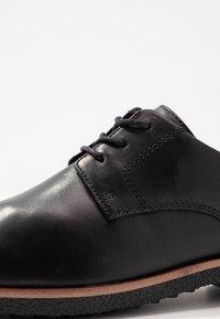 Clarks - GRIFFIN LANE - Zapatos de vestir - black - 2