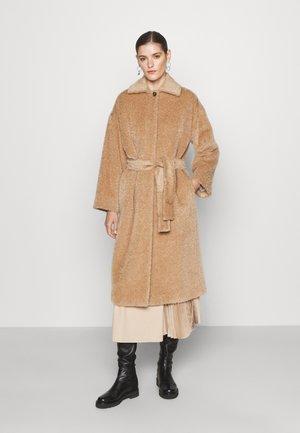 AGAIN - Klasický kabát - cammello