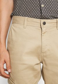 TOM TAILOR DENIM - JOGGER - Cargo trousers - beach sand - 3