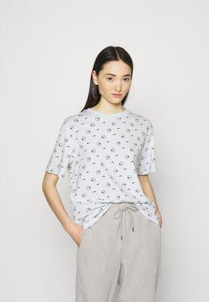 T-shirts med print - pure platinum