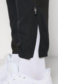 Nike Performance - NIKE RUN DIVISION - Pantalon de survêtement - black/silver - 4