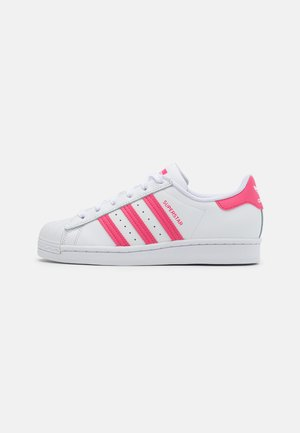 SUPERSTAR SPORTS INSPIRED SHOES UNISEX - Baskets basses - footwear white/super pink/core black