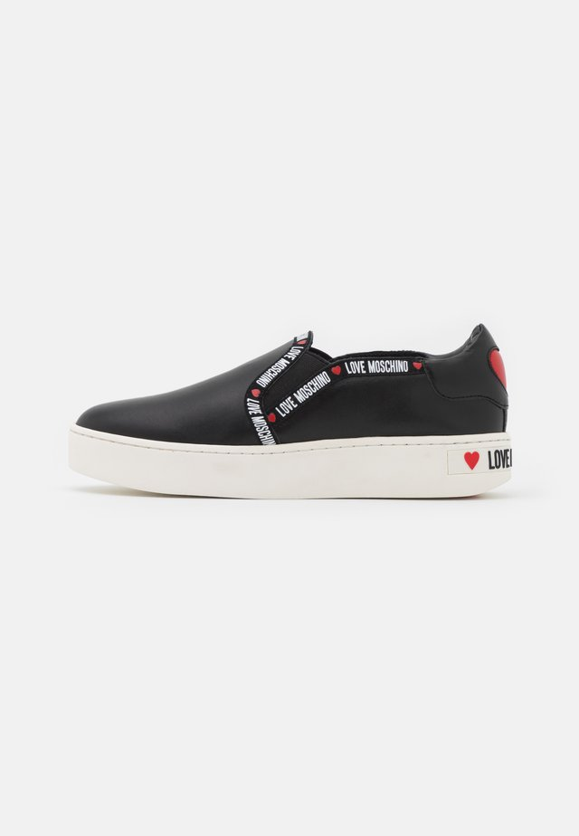 EXCLUSIVE  - Trainers - black