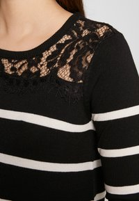 Vero Moda Petite - VMLACOLE LACE DRESS - Vestido de punto - black/snow white/black lace - 5