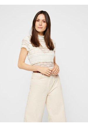 MIT LOCHSTICKEREI - Basic T-shirt - off-white