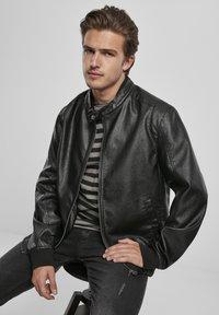 Urban Classics - MÄNNER - Faux leather jacket - black/grey - 7