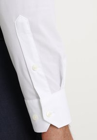 Tommy Hilfiger Tailored - SLIM FIT - Formal shirt - white - 3