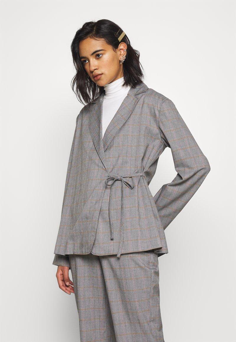 Who What Wear - SIDE TIE - Blazer - grey