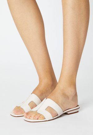 WIDE FIT LOUPE - Mules - white